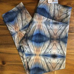 Onzie Capri Yoga Hot Pant - Size XS